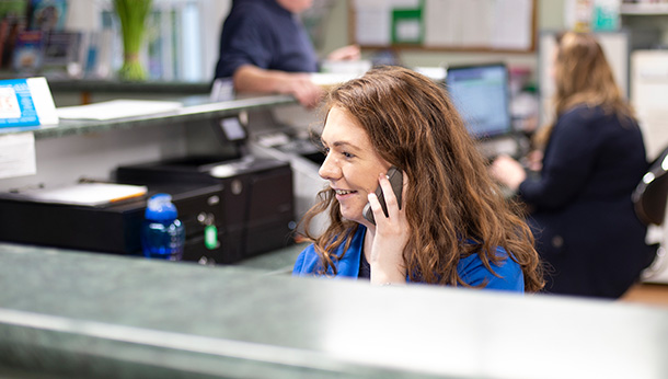 Receptionist at the phone